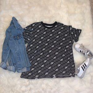 Black and white adidas logo t shirt